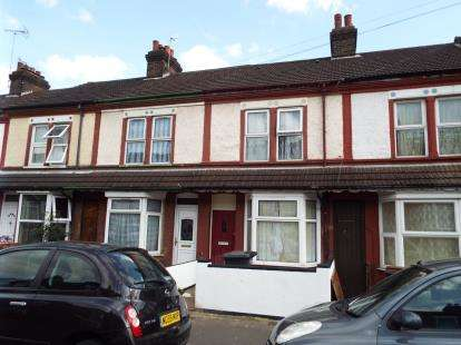 3 Bedrooms Terraced House for sale in Shaftesbury Road, Luton, Bedfordshire
