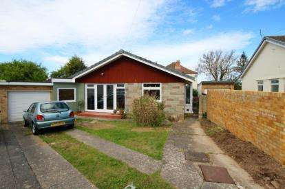 3 Bedrooms Bungalow for sale in Stoneyfield Close, Easton-in-Gordano, Bristol