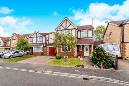 4 Bedrooms Detached House for sale in Trafalgar Drive, Flitwick, Bedford, Bedfordshire