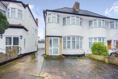 3 Bedrooms Semi Detached House for sale in Grove Gardens, London