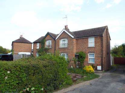 3 Bedrooms Semi Detached House for sale in Furlong Lane, Totternhoe, Dunstable, Bedfordshire