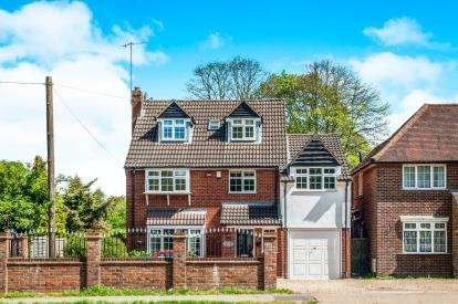 5 Bedrooms Detached House for sale in Leverstock Green Road, Hemel Hempstead, Hertfordshire, .