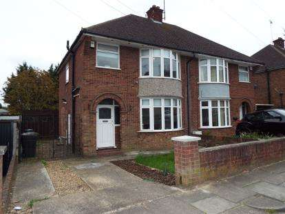 3 Bedrooms House for sale in Hewlett Road, Luton, Bedfordshire