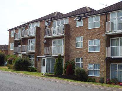 2 Bedrooms Flat for sale in Dulverton Court, Bideford Green, Leighton Buzzard, Bedfordshire