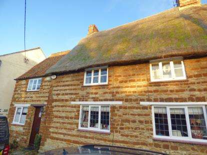 3 Bedrooms Semi Detached House for sale in Lodge Road, Little Houghton, Northampton, Northamptonshire