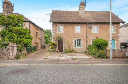3 Bedrooms Semi Detached House for sale in London Road, Fletton, Peterborough, Cambridgeshire