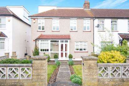 4 Bedrooms End Of Terrace House for sale in Trent Gardens, Southgate, London, .