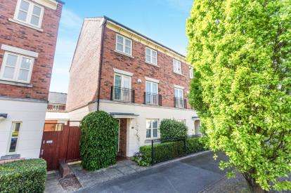 4 Bedrooms Terraced House for sale in Lion Court, Worcester, Worcestershire