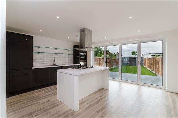 3 Bedrooms Terraced House for sale in Seymour Avenue, MORDEN, Surrey, SM4 4RD