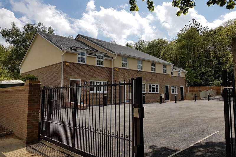 3 Bedrooms Property for sale in Jeanval Mews, Rainham, Gillingham, ME8