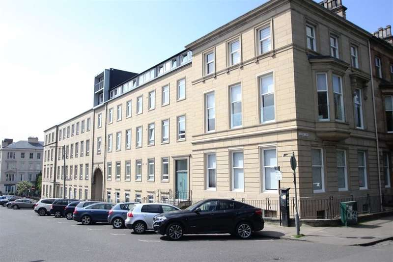 3 Bedrooms Flat for rent in Clairmont Gardens, Park, Glasgow