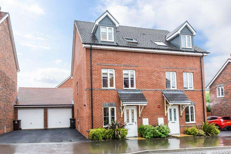 3 Bedrooms Semi Detached House for sale in Locksbridge Road, Picket Piece, Andover