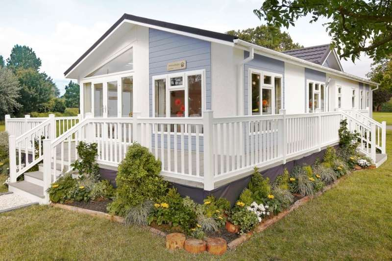 2 Bedrooms Detached Bungalow for sale in Vicarage Lane, Hoo, Rochester, ME3
