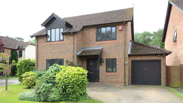 4 Bedrooms Detached House for sale in Carolina Place, Finchampstead, Wokingham
