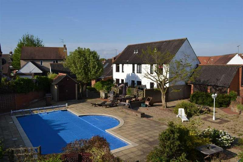 2 Bedrooms Terraced House for sale in Gandalfs Ride, South Woodham Ferrers