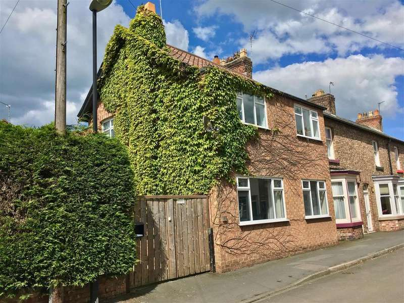 3 Bedrooms Semi Detached House for sale in Sowerby