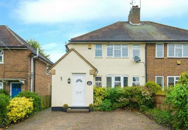 3 Bedrooms Semi Detached House for sale in Broadwater Lane, Harefield, Middlesex