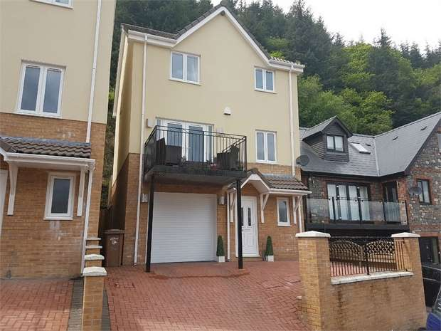 4 Bedrooms Detached House for sale in The Glade, Wyllie, BLACKWOOD, Caerphilly
