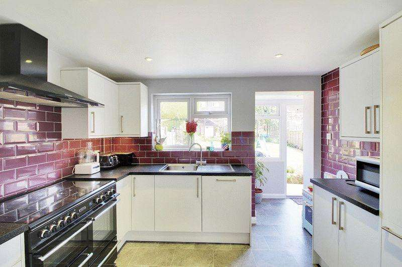 3 Bedrooms End Of Terrace House for sale in Hawkesbourne Road, Horsham
