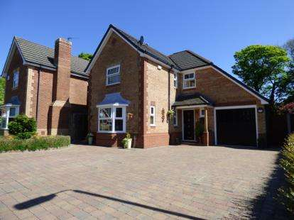 4 Bedrooms Detached House for sale in Rowangate, Fulwood, Preston, Lancashire, PR2