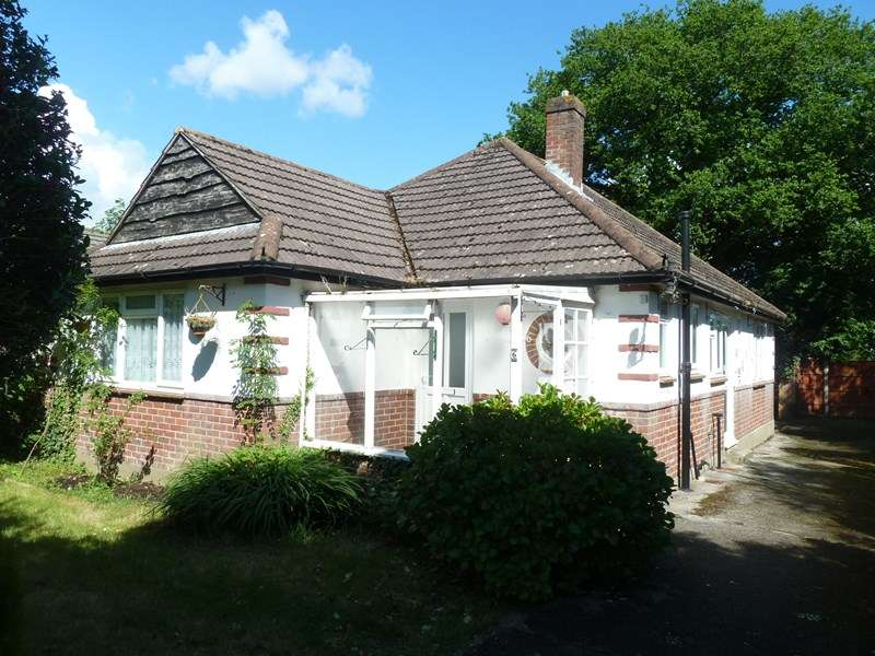 2 Bedrooms Bungalow for sale in Vernalls Close, Northbourne, Bournemouth