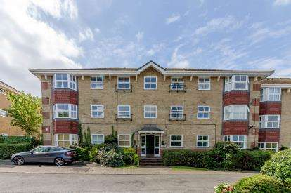 2 Bedrooms Flat for sale in Wayletts, Leigh-On-Sea, Essex