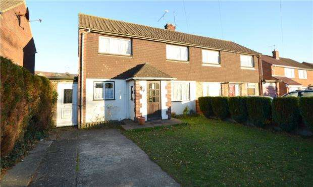 3 Bedrooms Semi Detached House for sale in Bracknell Road, Camberley, Surrey