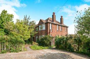 3 Bedrooms Detached House for sale in Willingdon Road, Upperton, Eastbourne, East Sussex