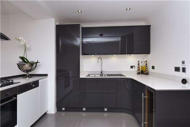 4 Bedrooms End Of Terrace House for sale in Phipps Bridge Road, Colliers Wood, SW19
