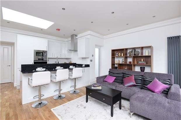 3 Bedrooms Maisonette Flat for sale in Caithness Road, Mitcham, Surrey, CR4