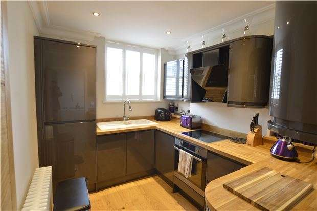 2 Bedrooms Flat for sale in Flat, Marina, ST LEONARDS-ON-SEA, East Sussex, TN38 0BE