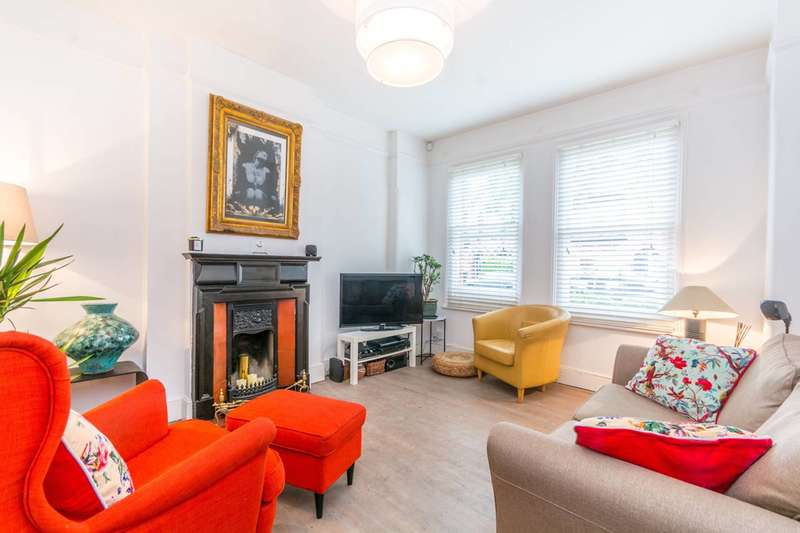 2 Bedrooms Maisonette Flat for sale in Gladstone Avenue, Wood Green, N22