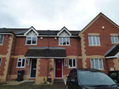 2 Bedrooms Terraced House for sale in Pettys Close, Cheshunt, Waltham Cross, Hertfordshire
