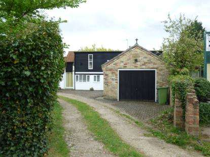 4 Bedrooms Detached House for sale in Holton-Cum-Beckering, Market Rasen, Lincolnshire