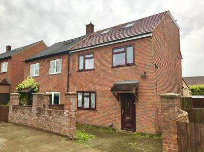 5 Bedrooms Semi Detached House for sale in Hainault, Ilford, Essex