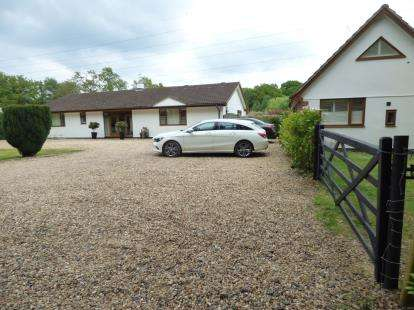 5 Bedrooms Bungalow for sale in Ferndown, Dorset