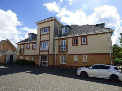 2 Bedrooms Flat for sale in 48 Doulton Gardens, Poole