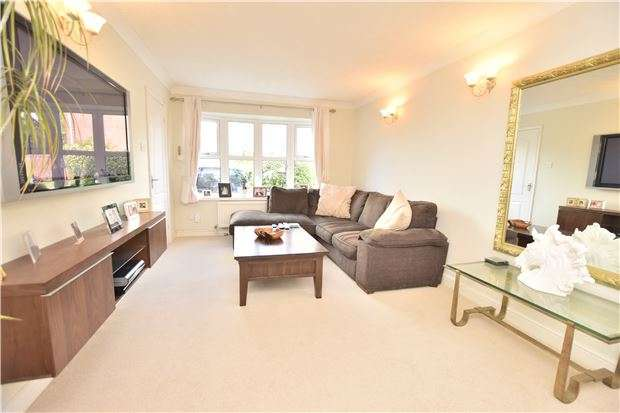 4 Bedrooms Detached House for sale in Noble Avenue, North Common, BS30 8YY