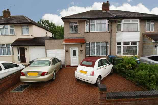3 Bedrooms Semi Detached House for sale in Eastlea Avenue, Watford, Hertfordshire, WD25 9DG