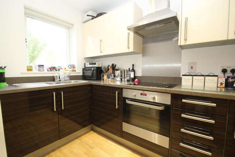 3 Bedrooms Terraced House for sale in Saxton Close, Grays, RM17