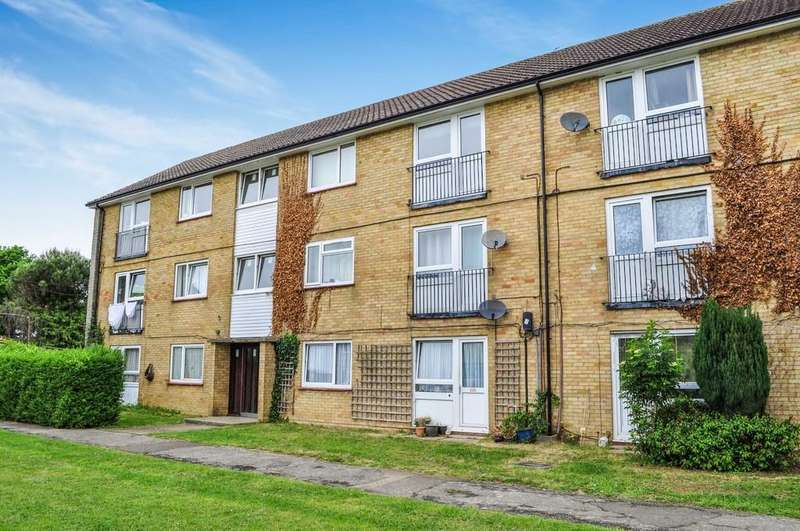 2 Bedrooms Flat for sale in Court Lodge Road, Horley