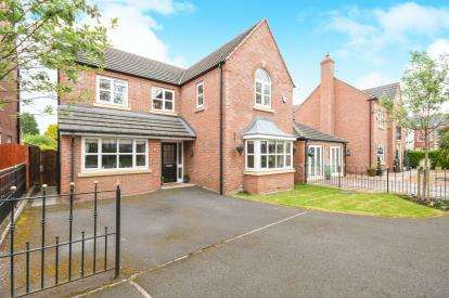 4 Bedrooms Detached House for sale in Campbell Close, Higher Runcorn, Runcorn, Cheshire, WA7