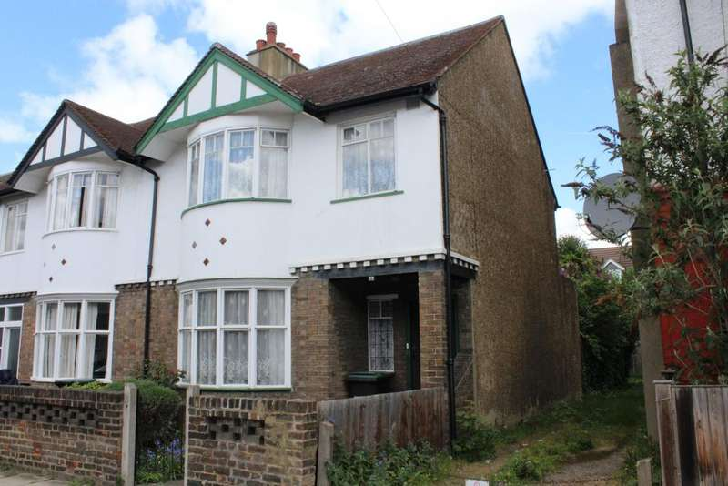 3 Bedrooms Semi Detached House for sale in Campbell Road, Gravesend DA11