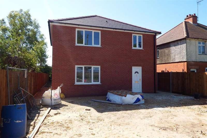 3 Bedrooms Detached House for sale in Spalding Road, Holbeach