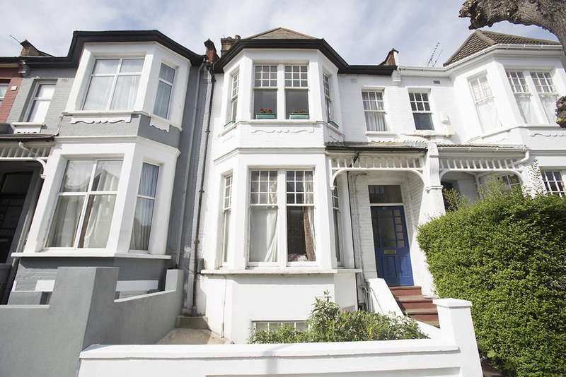2 Bedrooms Flat for sale in Gunton Road, Hackney E5