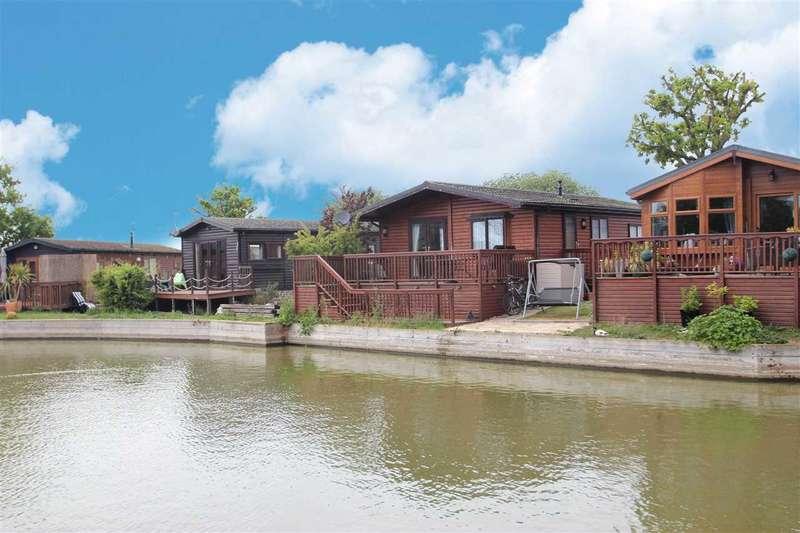 3 Bedrooms Bungalow for sale in Lakelands, Great Bentley