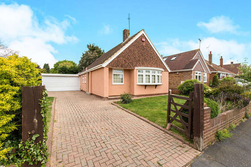 3 Bedrooms Detached Bungalow for sale in Morelands Road, Waterlooville, PO7
