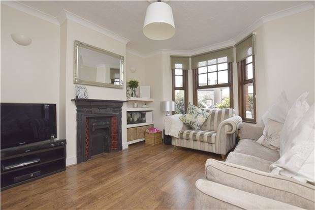 2 Bedrooms Semi Detached House for sale in Craigdale Road, HORNCHURCH, Essex, RM11 1AF