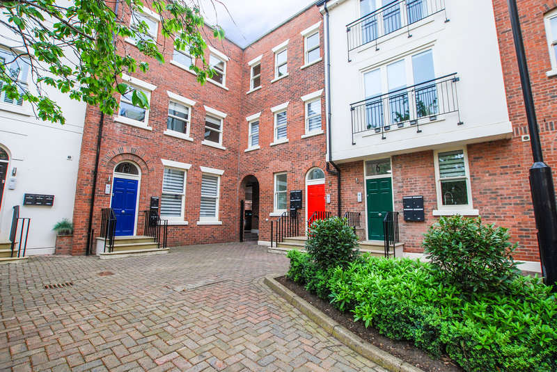 1 Bedroom Flat for sale in Heritage Court, Chester, Cheshire