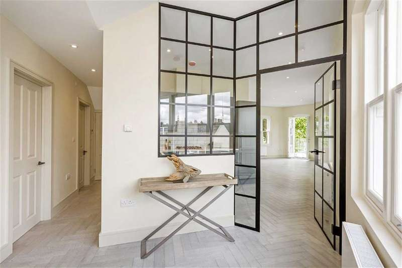 2 Bedrooms Flat for sale in Hazlebury Road, Fulham, London, SW6